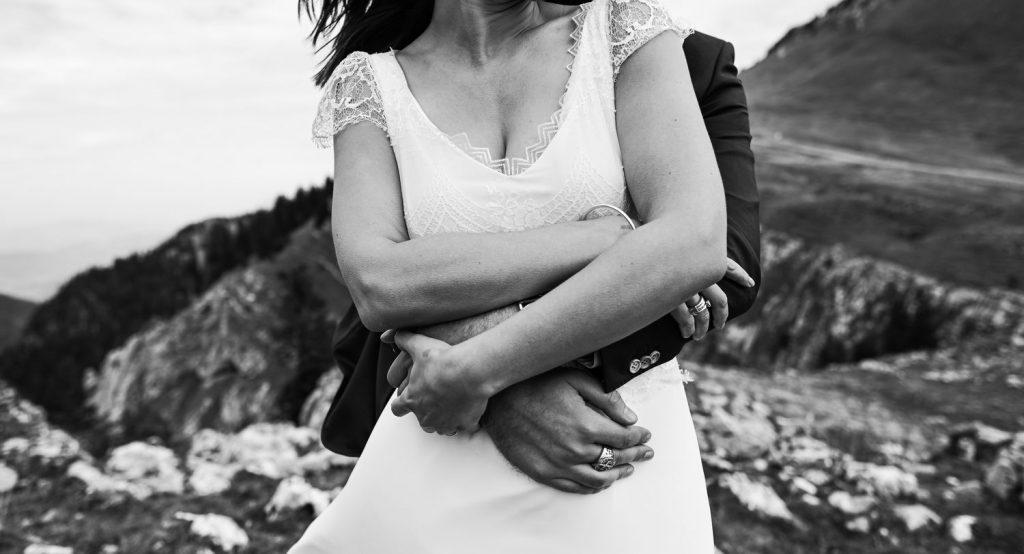 Idée de cadrage pour une pose photo de couple de mariage (Sébastien Roignant)